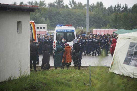 Könnygázzal riasztott a rendőrség Röszkénél