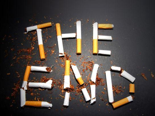 Kihirdeti az államfő a köztéri dohányzást tiltó és a külön nyugdíjról szóló törvényt