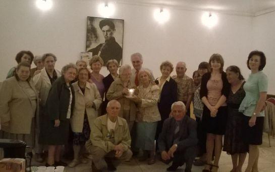 Meglepetés a bukaresti idősek klubjában