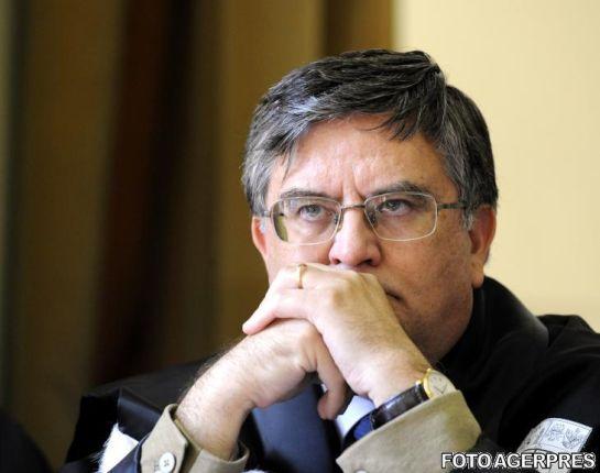 Megfosztották doktori címétől Victor Pontát