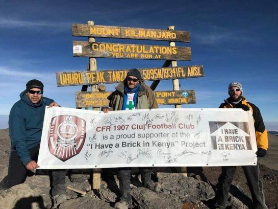 Erdélyiek a Kilimandzsáró tetején