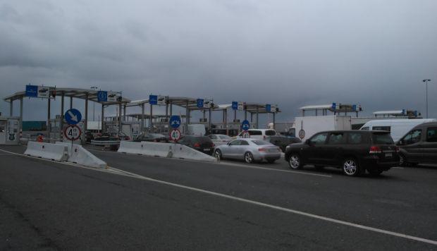 Nagylak: lezárták az autópálya-határátkelőt a személyforgalom előtt
