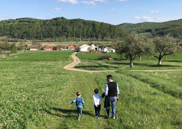 A kisgyereket nevelő szülők munkába való mielőbbi visszatérését ösztönzi a kormány