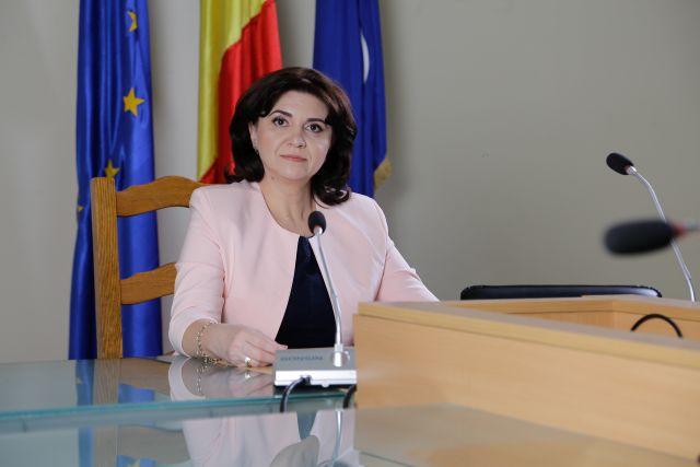 Tanügyminiszter: Százezer táblagépet osztanak ki hétfőtől