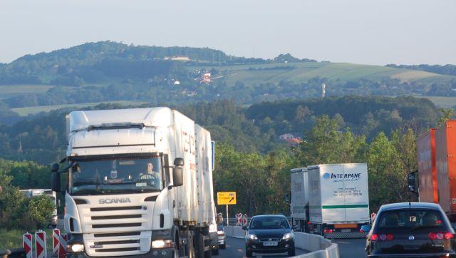 Magyarországon felfüggesztették a kamionstopot hétvégenként
