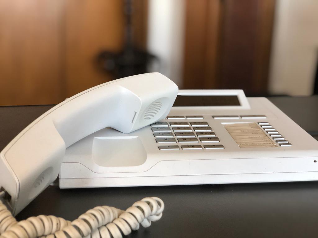 Telefonon kérhet segítséget, ha lelkileg megviseli a járvány