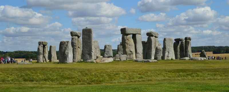 Újabb kőoszlopok az angliai Stonehenge közelében