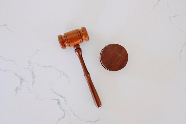 Kihirdette  Klaus Johannis államfő a munkavállalók hátrányos megkülönböztetését tiltó törvényt