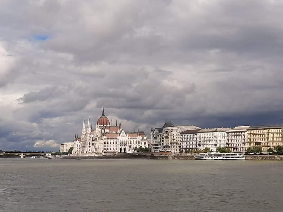Új korlátozások léptek életbe mától Magyarországon