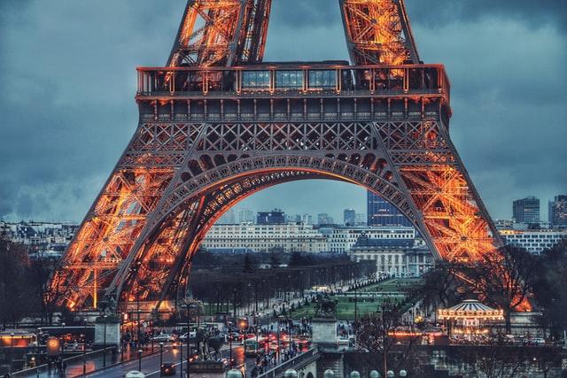 Párizsba utazik ma egy Ludovic Orban miniszterelnök által vezetett küldöttség