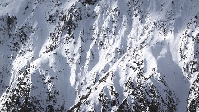 Lavinaveszélyre figyelmeztetnek a hegyimentők a Fogarasi-havasokban a hirtelen felmelegedés miatt