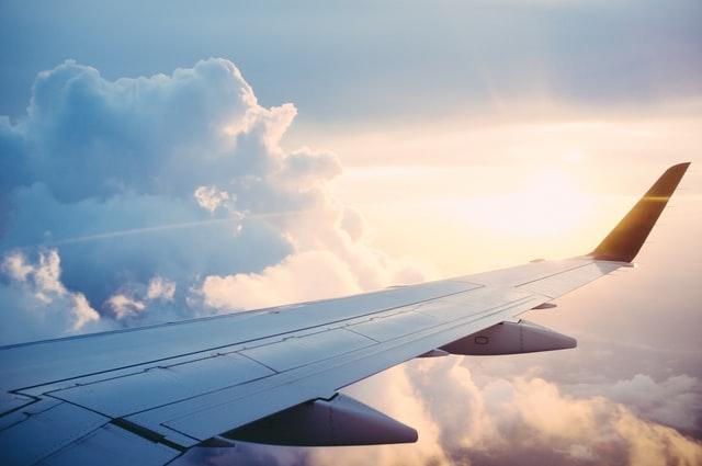 Holnaptól indul újra a légi forgalom Románia és Anglia, illetve Észak-Írország között
