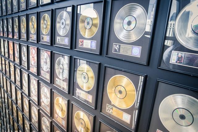 Elhalasztják a Grammy-gálát a koronavírus-járvány miatt