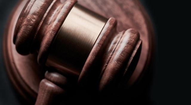 Kihirdetéskor ki kell állítani az ítéletet is
