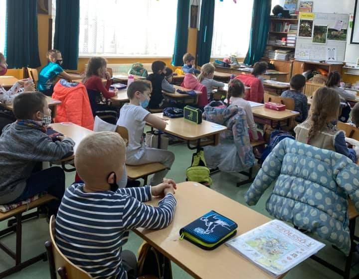 A vörös zónákban a végzős diákok is járnak iskolába