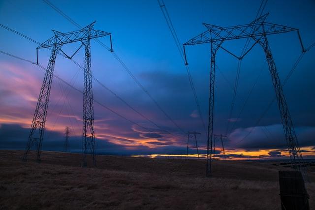 Kártérítést fizethetnek az elektromosenergia-szolgáltatók a fogyasztóknak az áramszünetek miatt