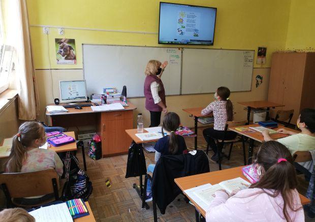 Nem lesz differenciált oktatás: ha nő a fertőzési ráta, minden diák a netre költözik