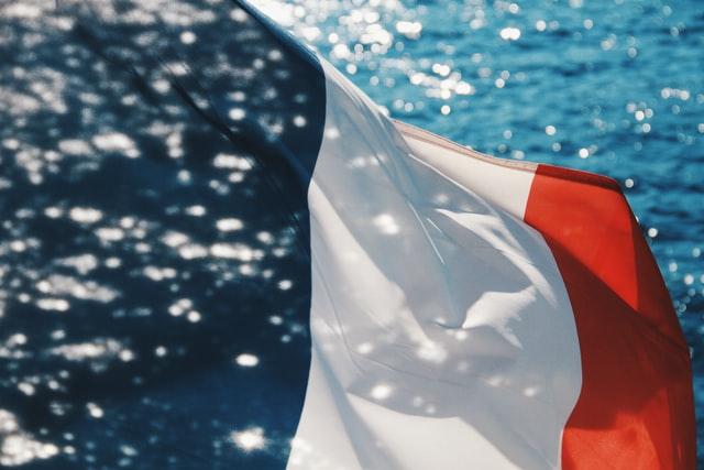 A tiltakozó akciók ellenére bevezetik a korlátozásokat Franciaországban