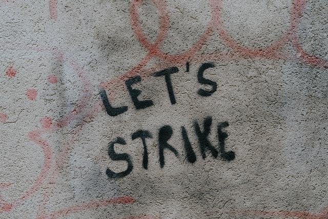 Perrel fenyegetnek a tanügyi szakszervezetek